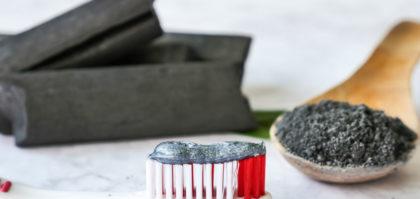 dentifricio al carbone
